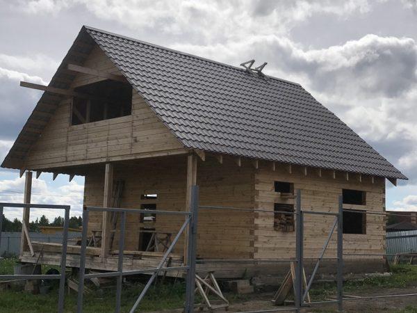 Дом 6-9 ,брус 150 на 150 черновой , кровля металлочерепица , фундамент винтовые сваи