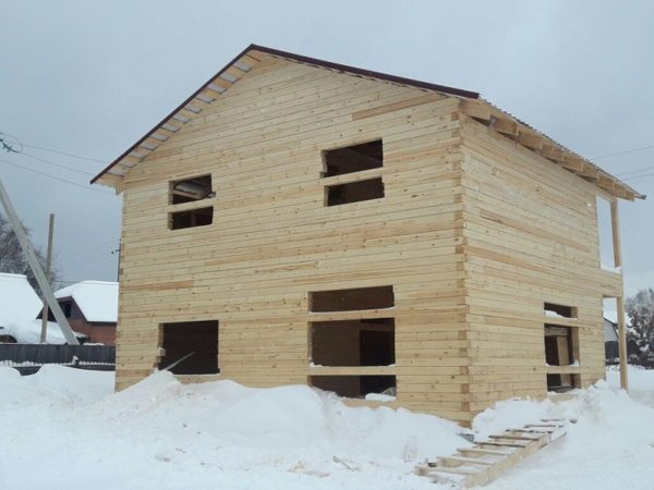 Дом 8,5 -8,5  2 этажа брус 140-140 профилированный  кровля профнастил
